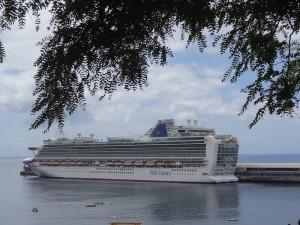 Die großen Schiffe im Hafen
